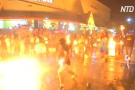 Сальвадорцы устраивают огненные перестрелки в память об извержении вулкана