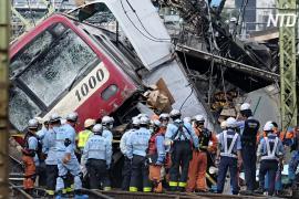 Поезд въехал в грузовик в Иокогаме: один погибший и десятки пострадавших