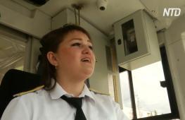 В Казани поющая вагоновожатая скрашивает поездки пассажиров