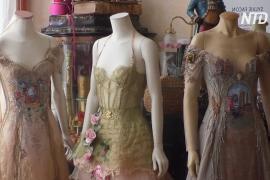 Француженка создаёт платья из книг, скрипок и цветов