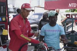 Гаитяне бегут в Доминиканскую Республику за бензином