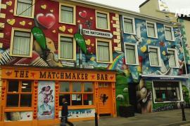 Фестиваль знакомств проходит в ирландской деревушке