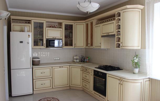 Интерьер кухни в стиле классика: как выбрать мебель?