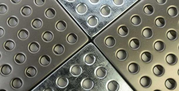 Металлическая плитка для промышленных поло