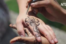 С рук на холст: на Занзибаре создают картины в стиле мехенди