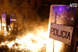 Барселона в огне: протесты переросли в насилие и стычки с полицией