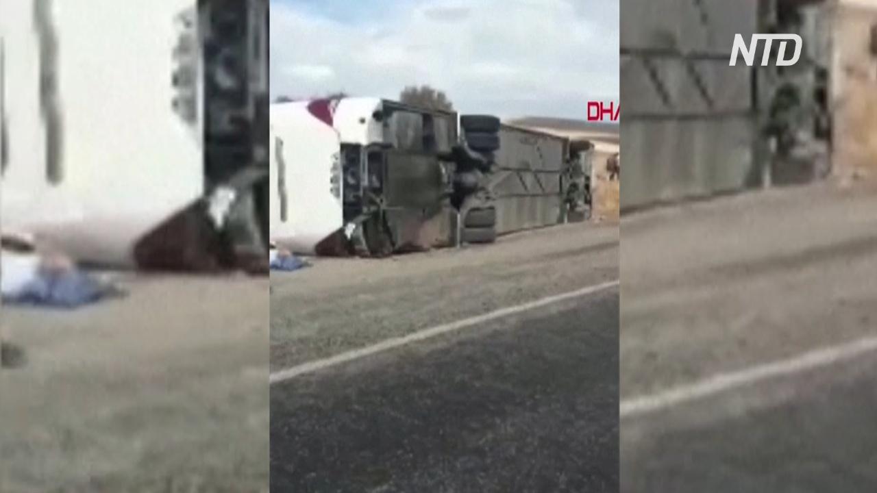 В Турции перевернулся туристический автобус, один погибший
