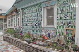Сибиряк построил дом из 12 000 стеклянных бутылок