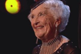 85-летняя бабушка танцует сальсу