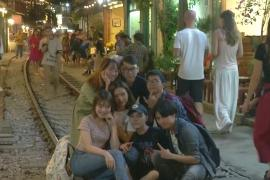 Вьетнамскую улицу с кафе на рельсах закроют из-за любителей фото