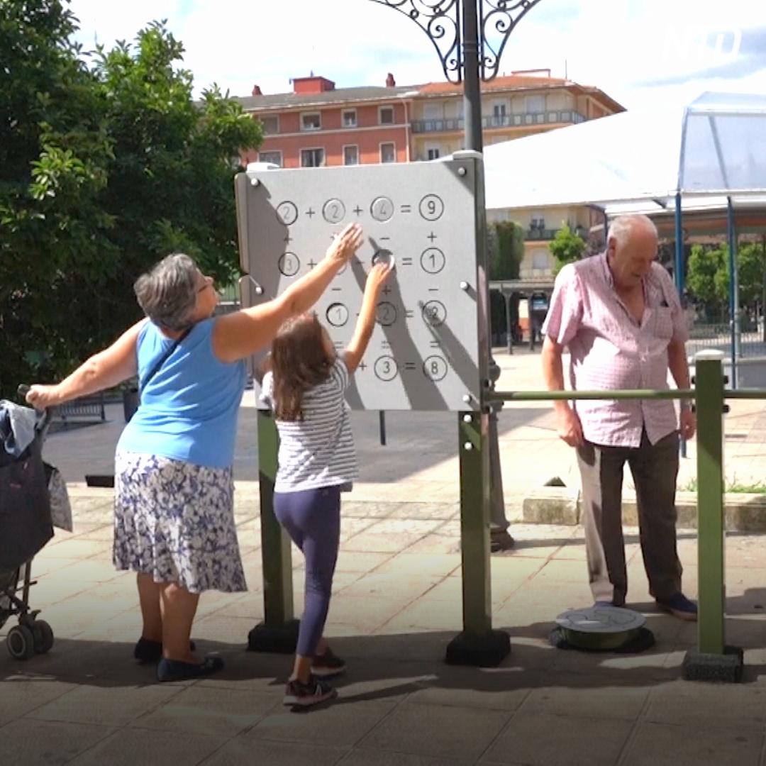 В Испании пожилым предлагают поиграть на площадке