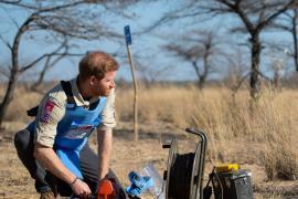 Как принц Гарри взрывал мину в Анголе