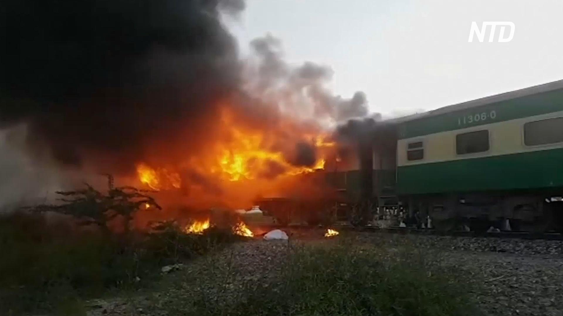 Люди прыгали на полном ходу: число жертв пожара в поезде в Пакистане возросло до 74