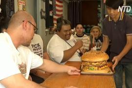 Съесть самый большой бургер Таиланда за 9 минут