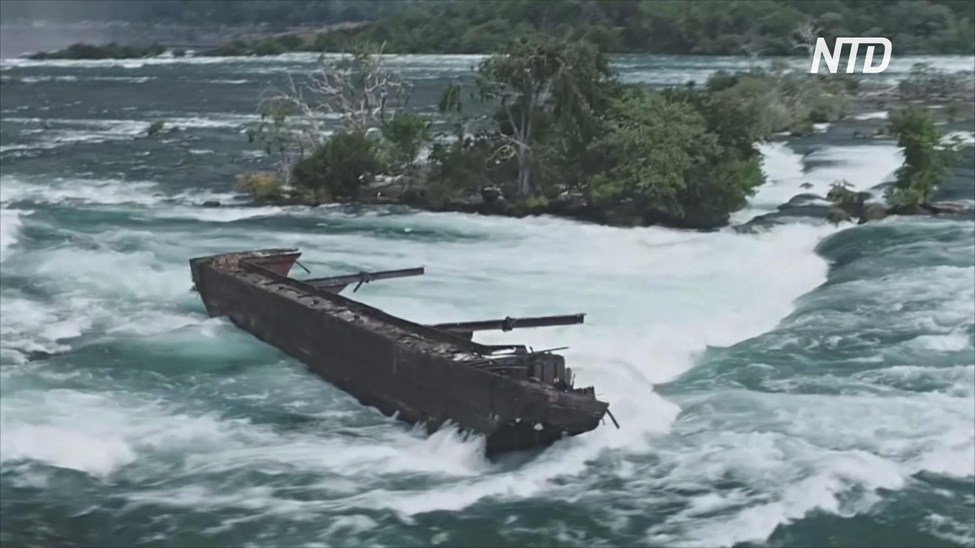 На Ниагаре шторм сдвинул ближе к водопаду старинную баржу