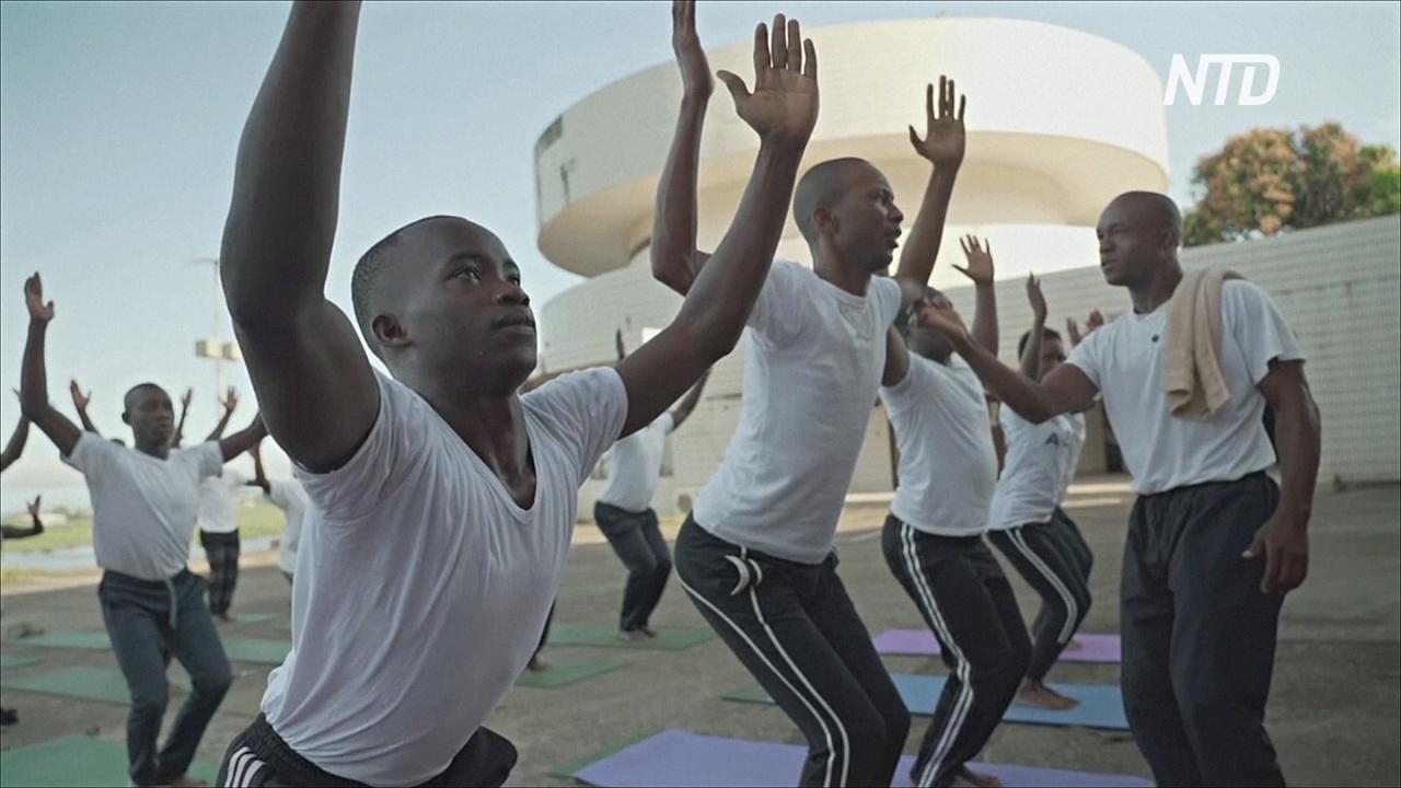 Йога помогает солдатам Сьерра-Леоне справиться со страшными воспоминаниями