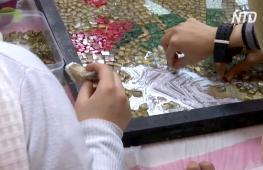 Мозаика из стеклянных отходов: иорданец спасает природу от мусора