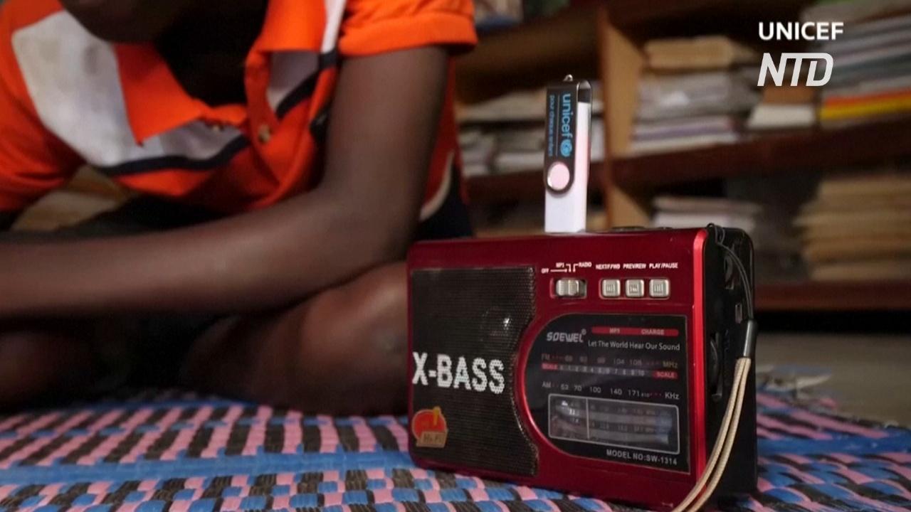 Из-за угрозы насилия буркинийские дети слушают уроки по радио