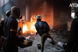 Стычки в Политехническом Университете Гонконга: полиция грозит открыть огонь по людям