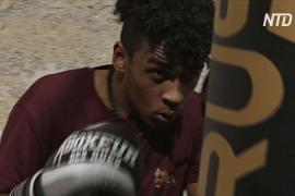 Церковь Неаполя приобщает молодежь к боксу