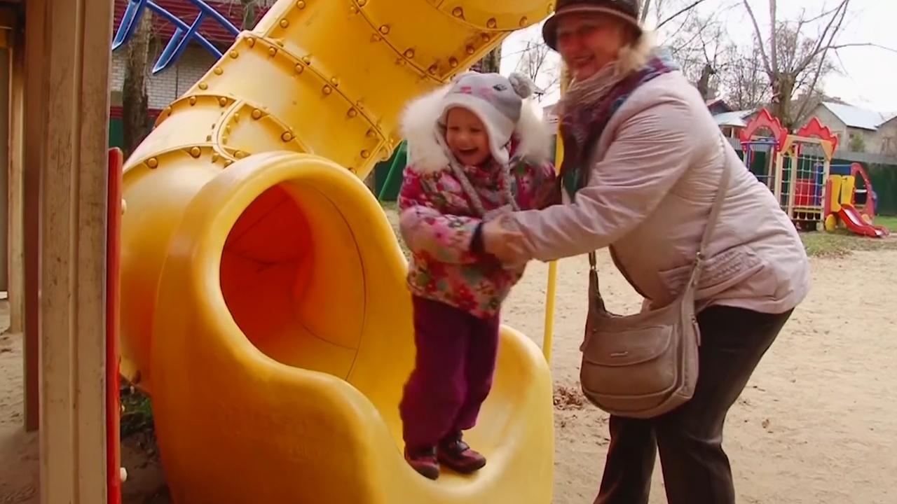 Российские бабушки-волонтёры присматривают за детьми в многодетных семьях
