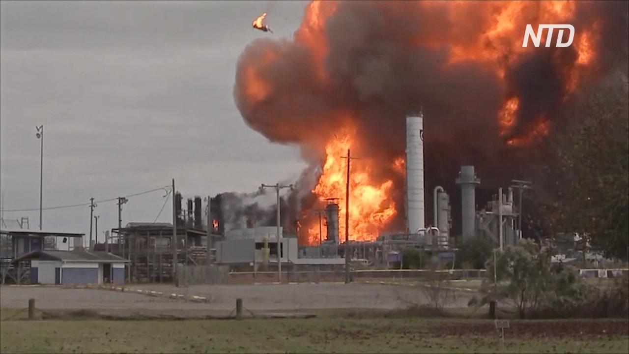 Мощные взрывы произошли на химзаводе в Техасе