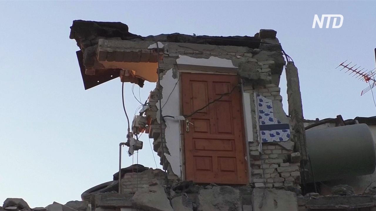 Албанцы ночуют в палатках после сильнейшего за десятилетия землетрясения
