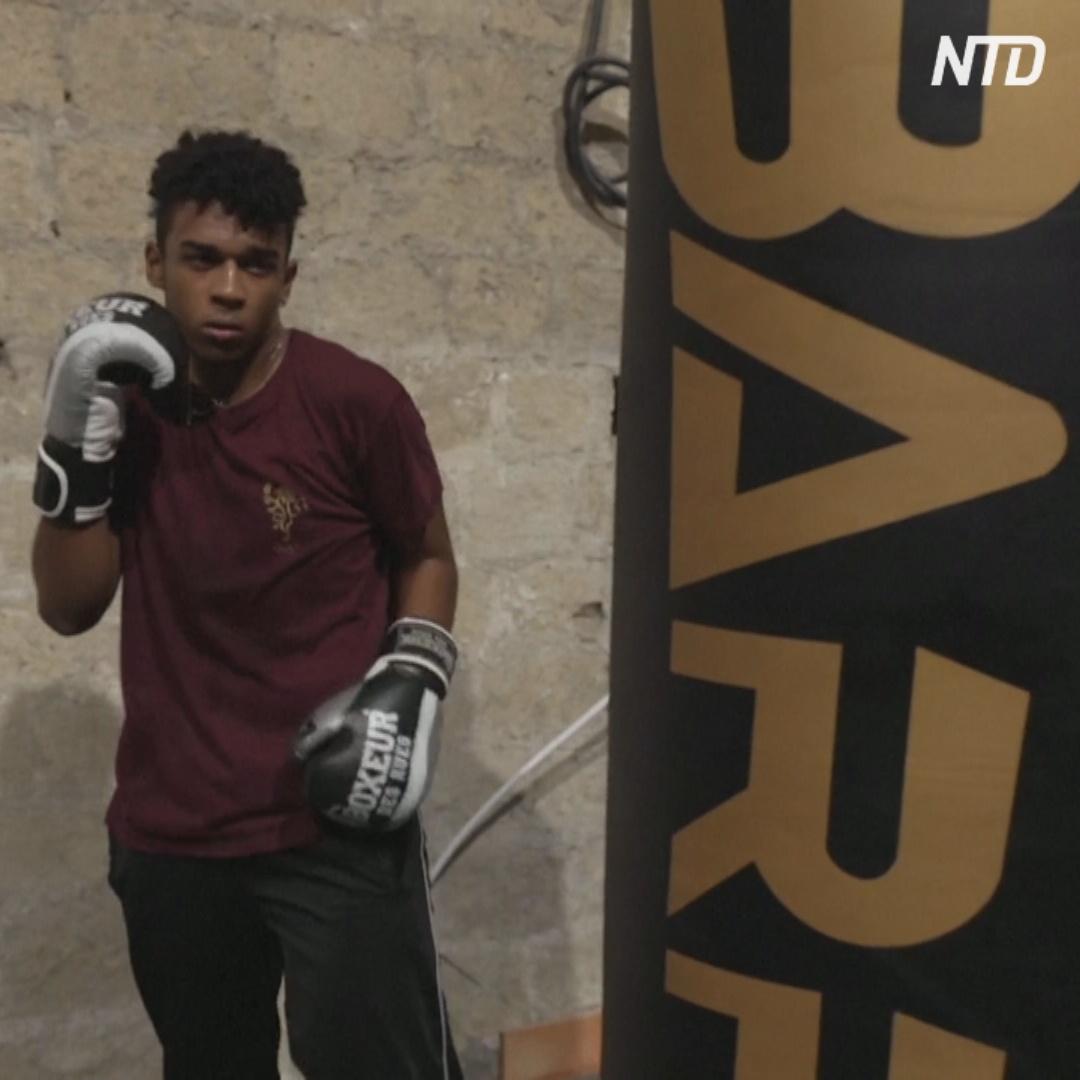 Церковь Неаполя вместо молитв учит боксу