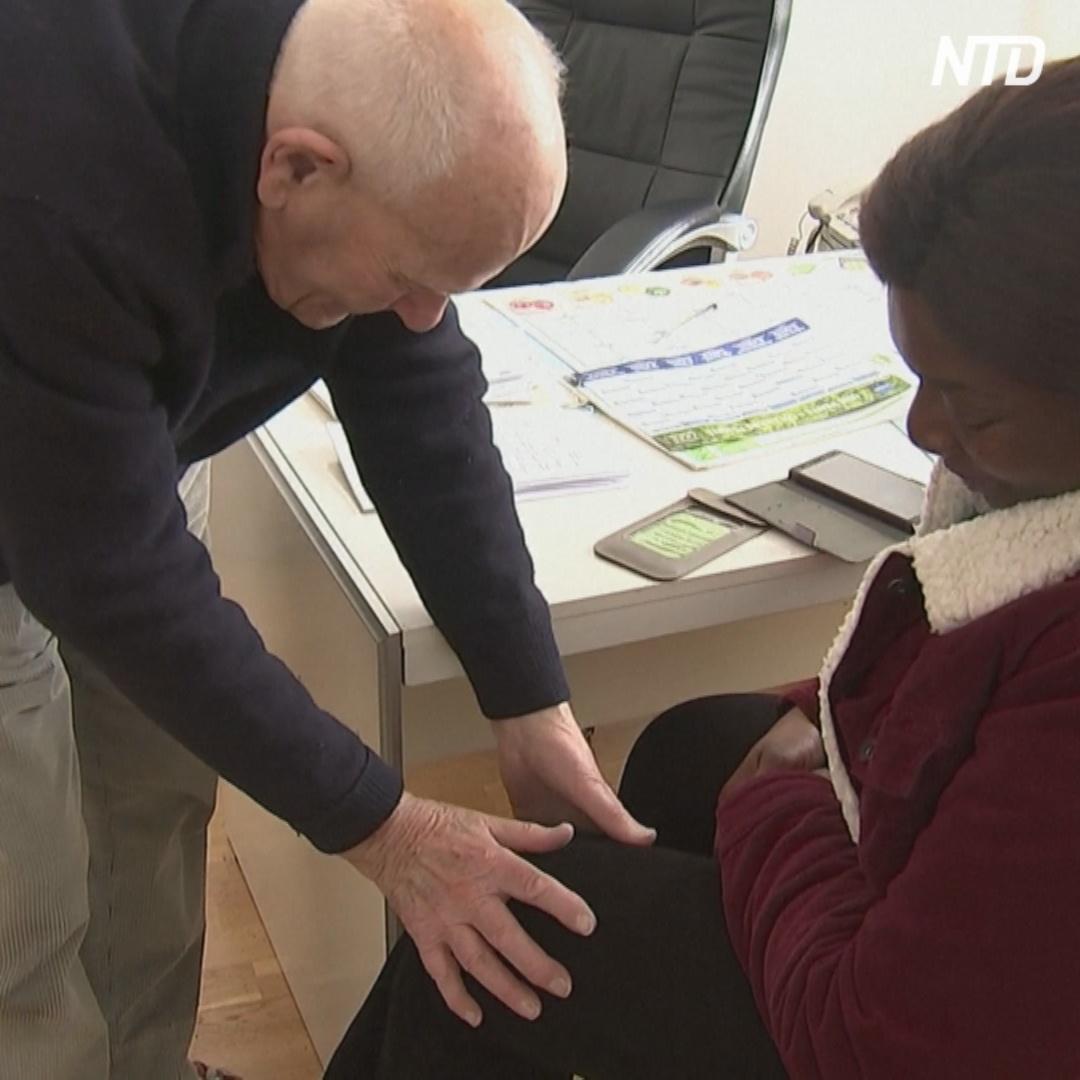 98-летний врач принимает пациентов в пригороде Парижа