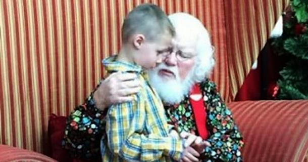 Пять слов Санта-Клауса подняли настроение мальчику с аутизмом