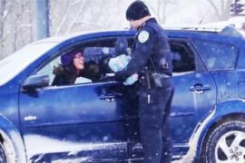 Полицейские устроили автоводителям сюрприз на Рождество