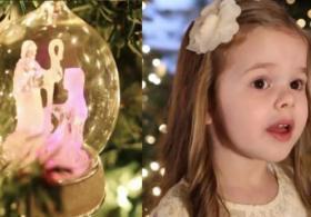 Малышка поёт рождественскую песню. Трогательное видео