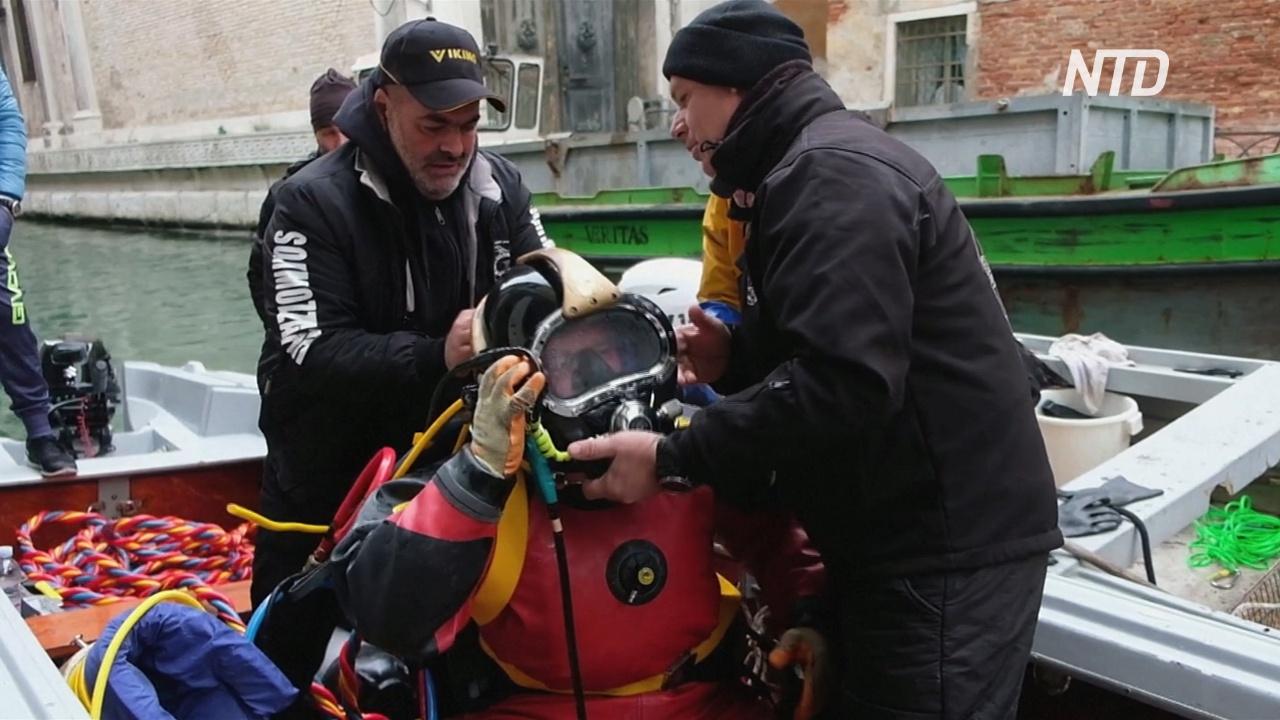 Шины и газетный киоск: что находят в каналах Венеции после наводнений