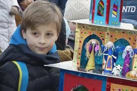 Вертепы из бусин, фольги и картона смастерили жители Кракова