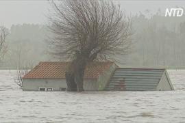 Два мощных шторма подряд принесли жертвы и разрушения в Испании и Португалии