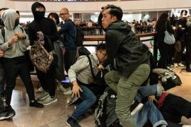 В канун Рождества в Гонконге произошли стычки с полицией