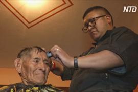 В Ла-Пасе парикмахеры бесплатно стригут бездомных к новогодним праздникам