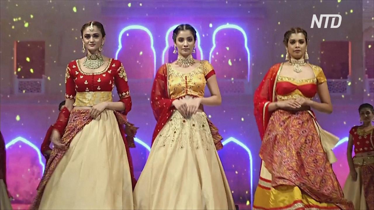 Индийские студенты устроили модное шоу ярких красок и традиций