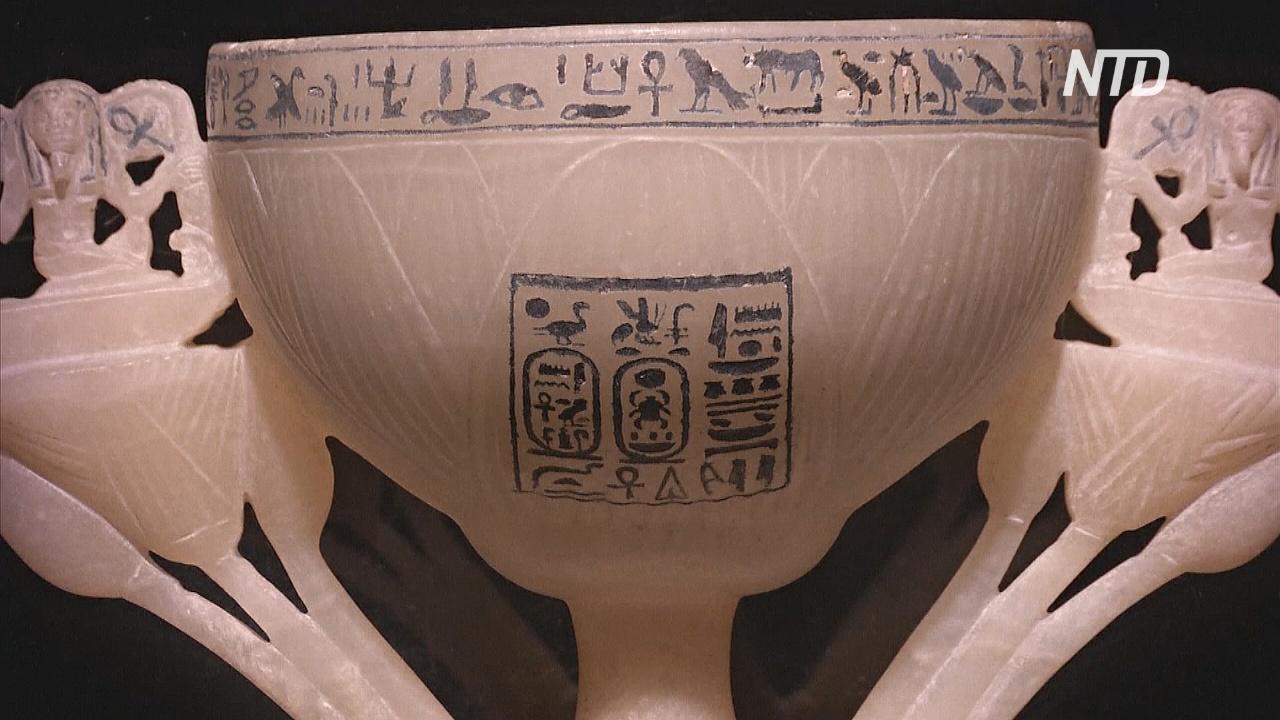 Посетители спешат на выставку артефактов Тутанхамона в Лондоне