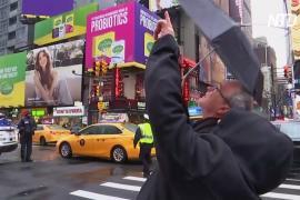 На Таймс-сквер прохожую убило обломком здания