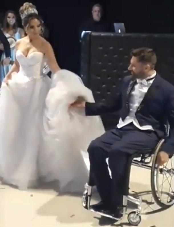 2019 12 07 083536 - Парализованному жениху помогли станцевать с невестой. Трогательное видео
