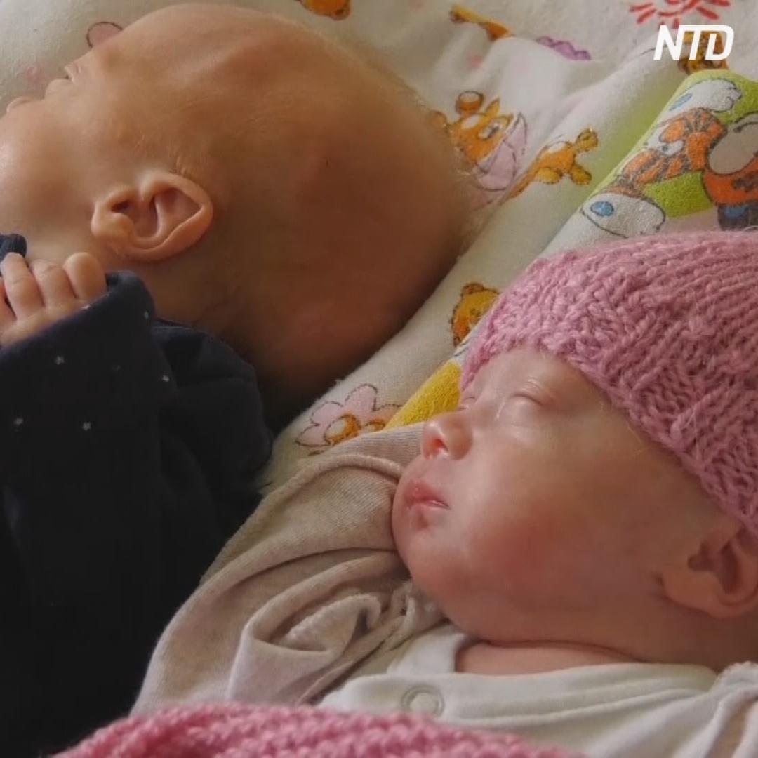 Волонтёры вяжут носочки и шапочки для недоношенных детей