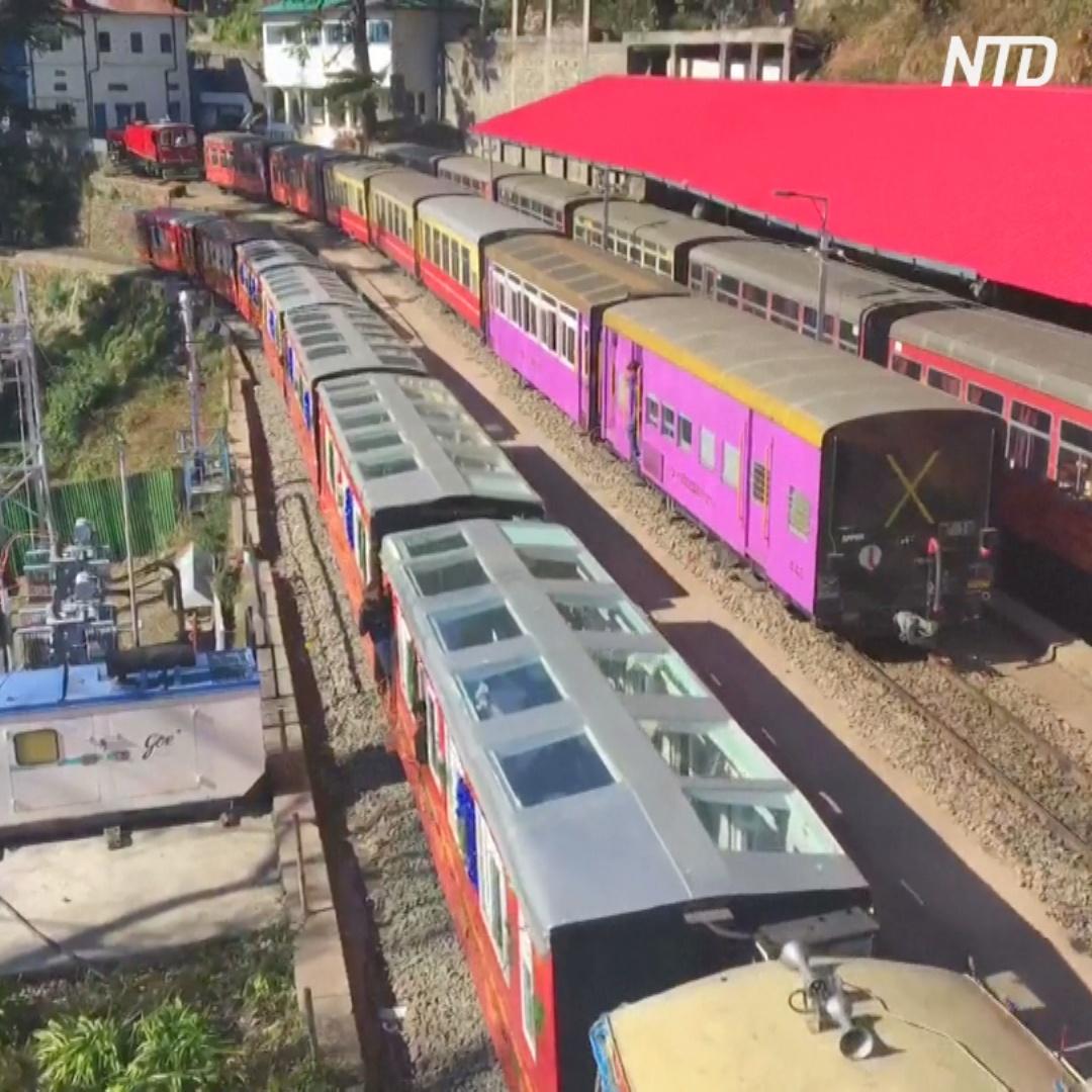 Поезд со стеклянным потолком возит туристов в Индии