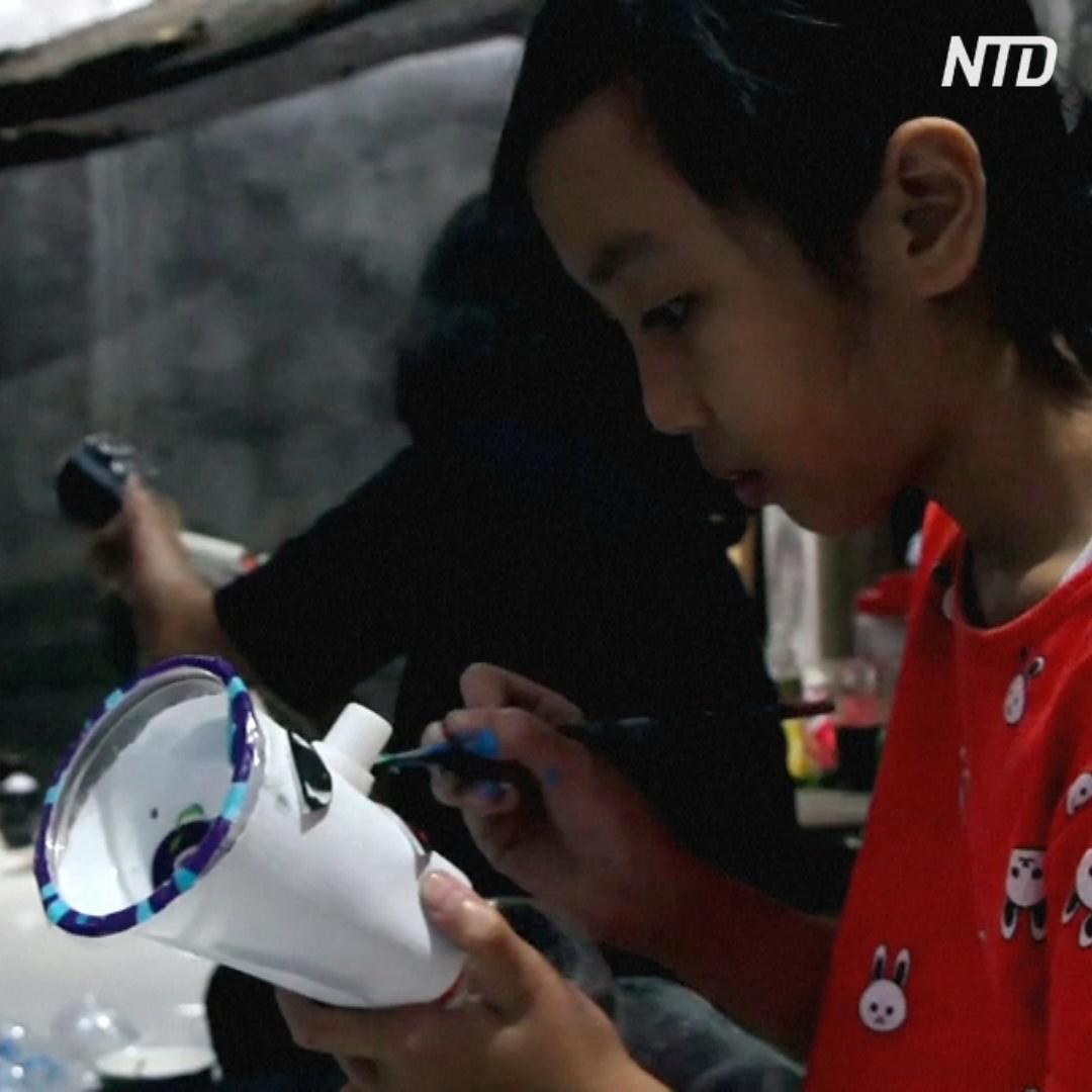 Куклы из мусора учат детей не мусорить