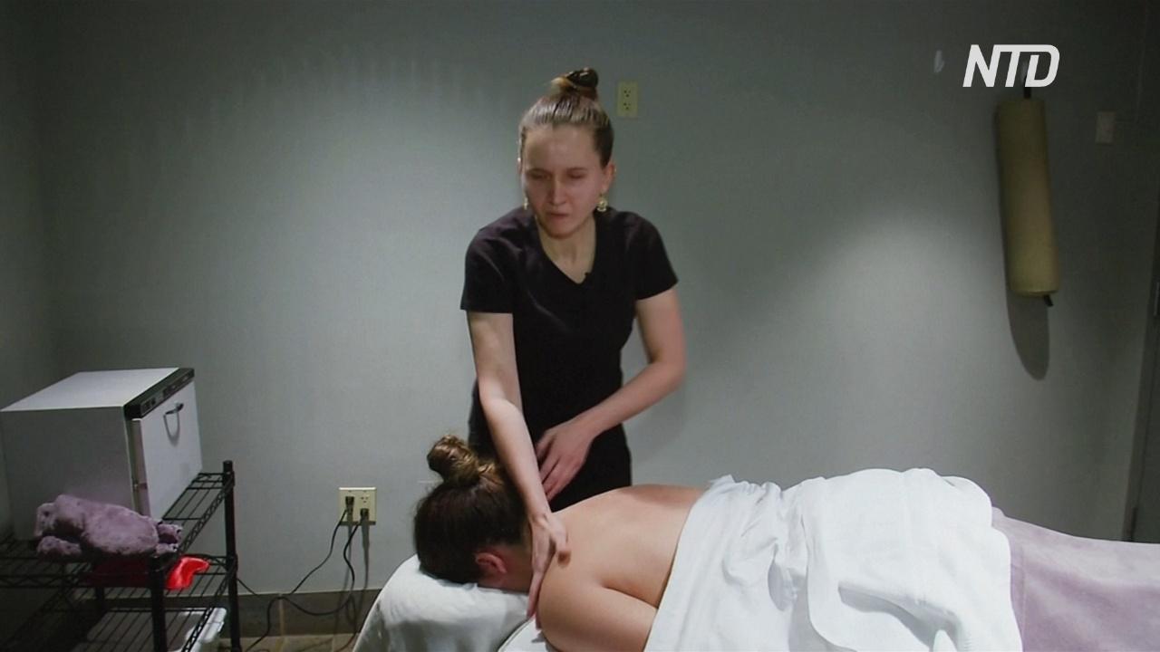 Слабовидящая женщина сумела сделать карьеру успешной массажистки