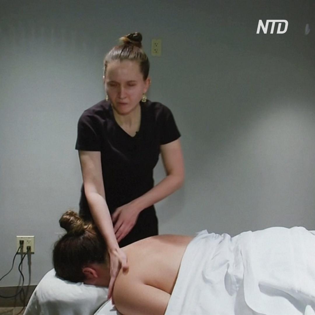 Слабовидящая американка поверила в себя и стала успешной массажисткой