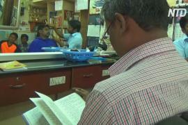 Как индийский парикмахер приучает клиентов читать книги