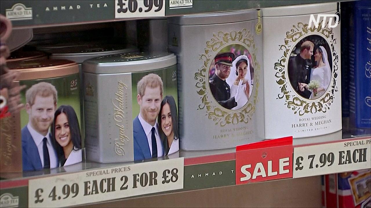 В Виндзоре распродают сувениры с изображением Гарри и Меган