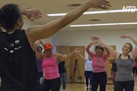 Нью-Йоркцы выполняют новогодние обещания на бесплатных занятиях по фитнесу