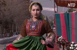 Центральную улицу Кабула превратили в модный подиум